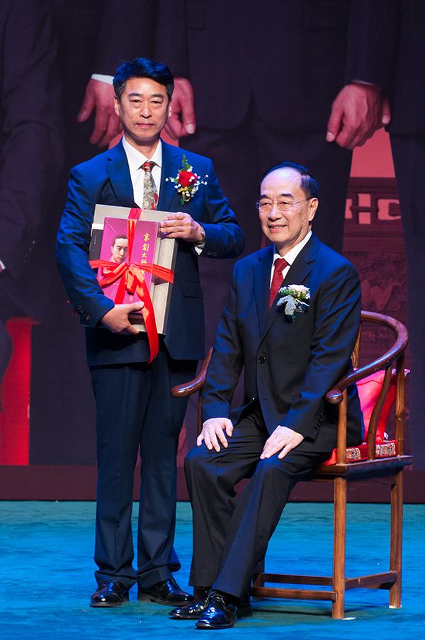 著名京剧表演艺术家叶少兰先生在京喜收新徒(咚咚锵中华戏曲网 2017图片